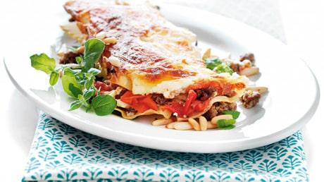 Lasagne med lammfärs och röd pesto