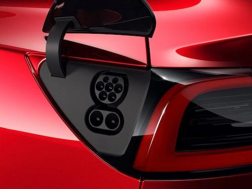 Tesla Model 3 har haft laddkontakt enligt CCS-standarden sedan modellen kom till Europa. Numera har även Model S och Model X möjlighet till laddning via CCS via adapter. Äldre modellversioner (innan 1 maj 2019) måste dock anpassas för att kunna hantera adaptern.