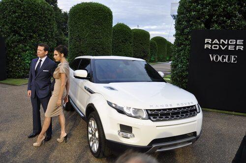 Vad gör Victoria Beckham vid nya Range Rover Evoque...?