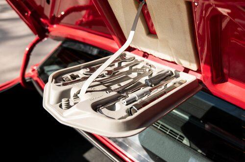 """Hur en BMW har haft det i sitt liv kan enkelt avläsas genom att titta i """"verktygslådan"""". Är alla delar hemma, så som här, då har bilen haft det bra."""