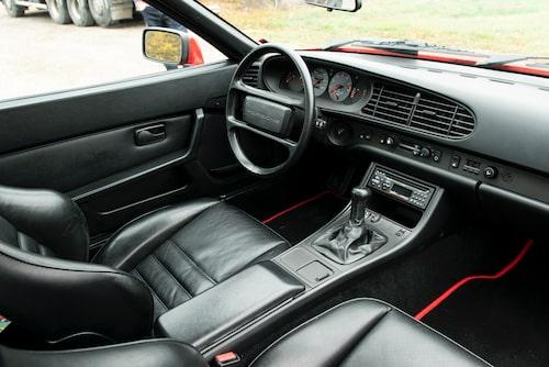 Efter 1985 monterades ratten 18 millimeter högre än tidigare i samtliga 944 och det ger en behagligare körposition.