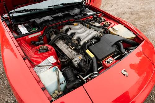 Från 1988 höjdes effekten i 944 Turbo till 250 hästkrafter. Samma år hade den suffixet Turbo S som slopades till modellår 1989.