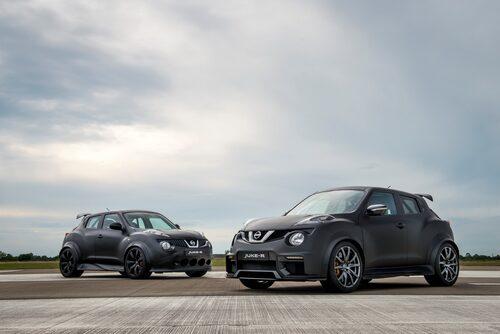 Gamla Juke-R med 550 hk och nya Juke-R 2.0 med 600 hk, sida vid sida.