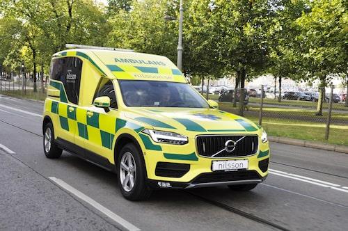 Markfrigång på 22 centimeter är perfekt, särskilt i stadsmiljö. Ambulansen rullar på 18-tumsfälg.