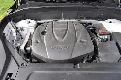 Drivlinan D5 AWD på 235 hästkrafter är kraftfull och snabb.