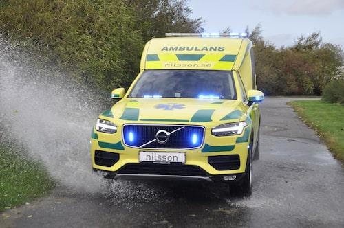 Larmet går! Världens första ambulans baserad på Volvo XC90 är utvecklad och tillverkas av Nilssons i Laholm.