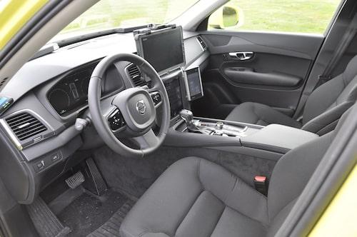 Arbetsplats ett. Förarhytten är anpassad med god ergonomi och säkerhet i första hand. I övrigt hög Volvo-standard i allt.