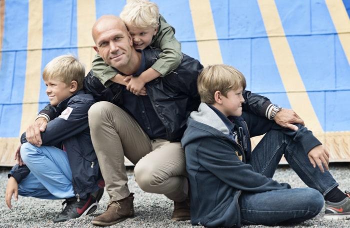 Henrik Hjelt med sönerna Oskar, 6, Gustav, 8, och William, 11.
