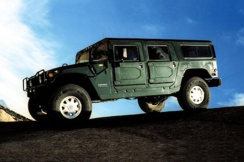 """Ungefär i samma veva som märket hade sina glansdagar 2006 kom filmen """"En obekväm sanning"""" och koldioxid och utsläpp hamnade allt mer i fokus. Schwarzenegger som nu var guvernör tog avstånd från miljöförstöring och konverterade sina fyra Hummers till att gå på biodiesel samtidigt som bensinpriserna steg."""