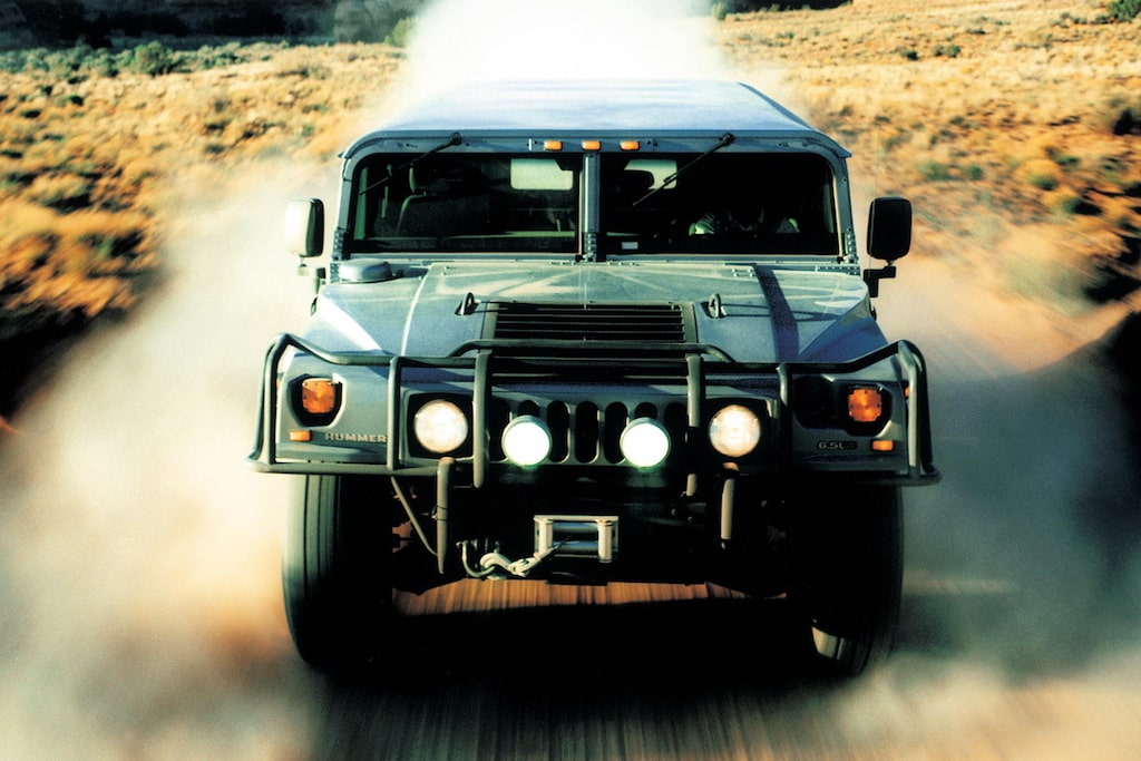 Hummer började sitt liv som den amerikanska arméns terrängfordon HMMWV, High Mobility Multipurpose Wheeled Vehicle.