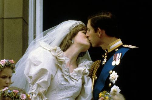 Klädd i puffärmar gifte sig Lady Diana med prins Charles 1981. Foto: IBL