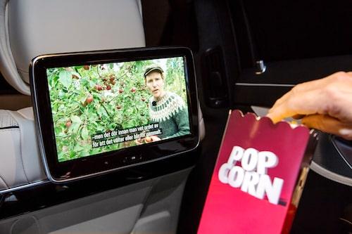 Popcorn och TV i baksätet. Trevligt värre!