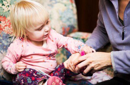 Efterlysning: Curlar du ditt barn när du är stressad, för att spara tid?