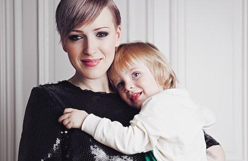 Cissi med sonen Helmer. Foto: Emily Dahl