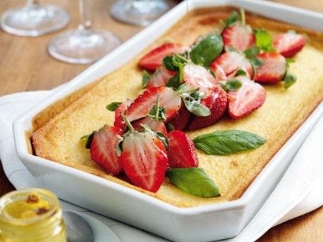 Getostkaka med jordgubbar