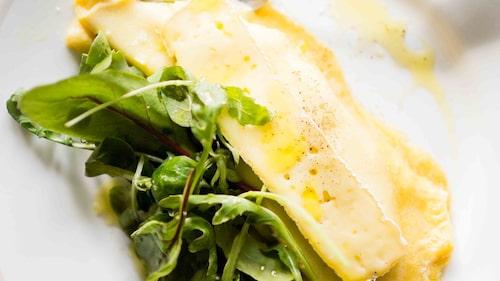 Recept på omelett med brieost.