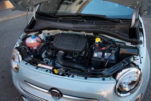 Den trecylindriga motorn har ett karaktäristiskt trepipsljud, lätt knattrande.