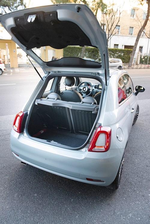 Bagageutrymmet har i alla fall inte blivit ännu mindre. Fiat 500 är inte gjord för storshopping.