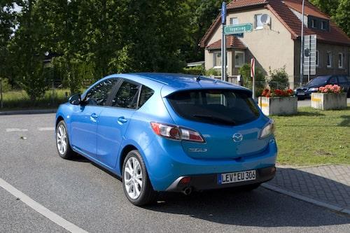 Mazda 3 tar gärna fågelvägen. Skämt åsido, bygatan heter just Fågelvägen... fast på tyska.