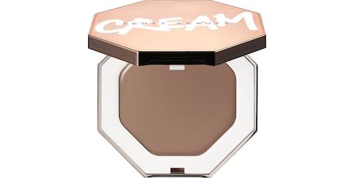 Recension på Cheeks out freestyle cream bronzer från Fenty beauty by Rihanna.