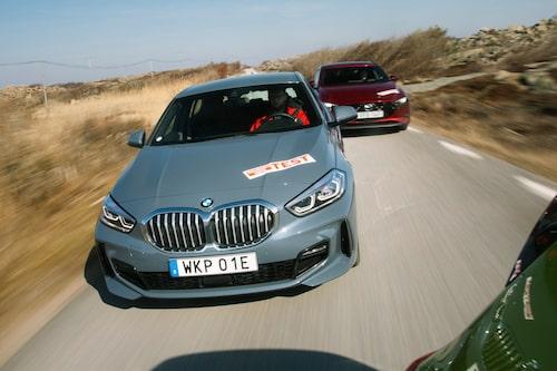 Även den minsta BMW:n har numera en stor grill. Njurarna är dock nästan helt igentäppta för att minska luftmotståndet.