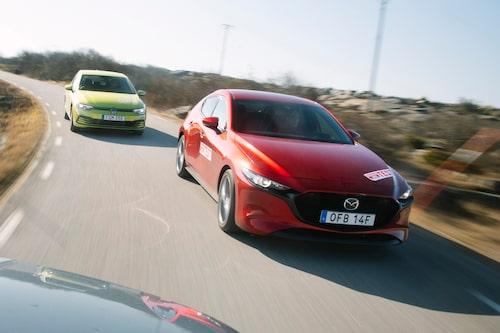 Mazda 3 slår alla golfklassare på fingrarna när vi räknar körglädjepoäng.