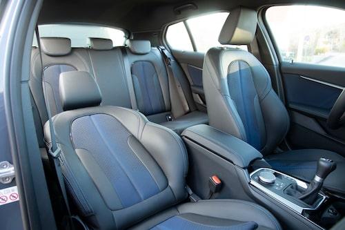 Det går att få till en perfekt körställning i BMW, men stolsjusteringen är inte smidig.