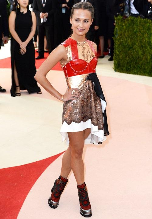 """Metgalan 2016. Sedan några år tillbaka ärAliciaett av modehuset Louis Vuittons """"språkrör"""" och ses ofta i deras kreationer på röda mattan."""