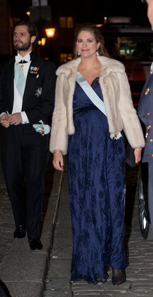 Madeleine i samma klänning två år tidigare.