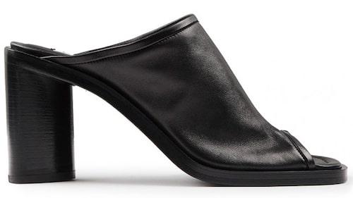 Sandaletter från Acne Studios i modellen Bernis. Klicka på bilden och kom direkt till sandalerna.