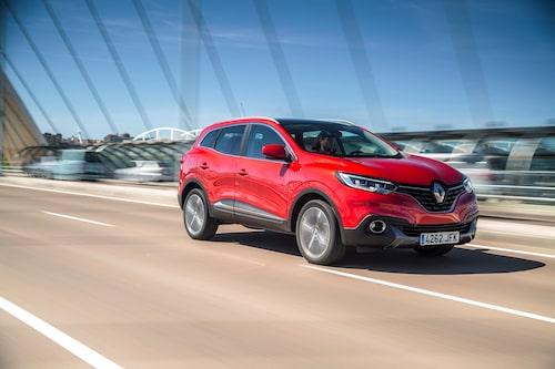 Det stora Renault-märket dominerar fronten. Bilen känns annars något konceptlik exetriört.