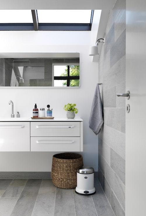 I badrummet är det himlen genom takfönstret som är centerpiece, inte det norska Oppdalsskiffret eller inredningen från Vipp.