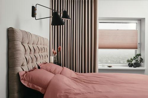 Tänk stora gardiner i sovrummet även om du har mindre fönster. Det är skapar en lyxig hotellkänsla.