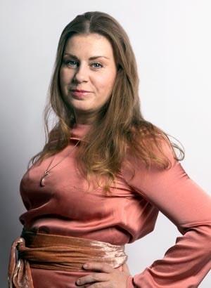 Sofia Larsson är SvD:s expert på modern etikett. Hon vill att folk beter sig med både hjärta och hjärna – och ibland struntar i normer.