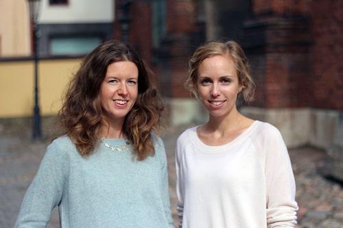 """Helga Johnsson Wennerdal är leg psykolog med KBT-inriktning, samt utbildad i parterapi. Clara Zelleroth är leg psykolog med KBT-inriktning, samt utbildad i parterapi och mindfulnessbaserad kognitiv terapi. Boken """"Må bra som förälder"""" ges ut av Norstedts förlag."""