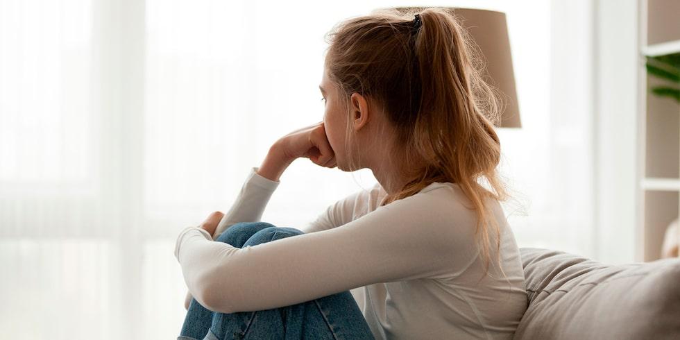 Barnen är familjehemsplacerade på grund av hennes tidigare drogproblem och psykiska ohälsa. Men måste barnen kalla familjehemsföräldrarna för mamma och pappa? Barnpsykologen svarar.