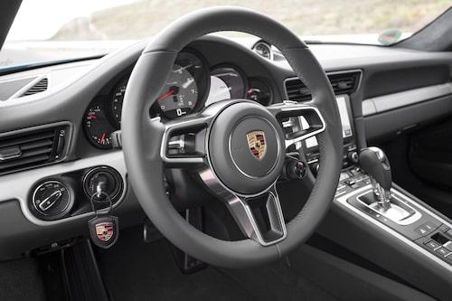 Standardratten mäter 375 mm i diameter. GT-ratt kostar extra och är 15 mm mindre.