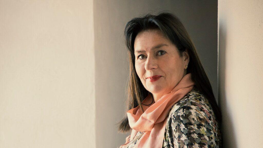 Anna Jansson – skaparen av den omåttligt populära Maria Wern-serien – skriver om sin syn på lycka, exklusivt för Damernas Värld.