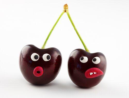På med play-doh på frukten!