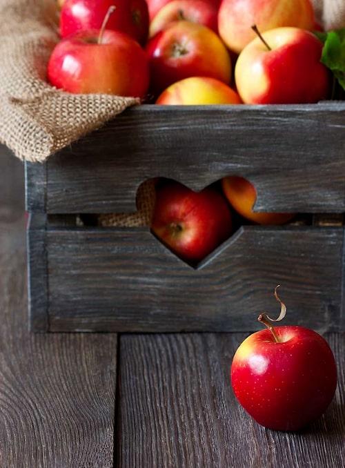 Källare och garage som är frostfria är bra förvaringsställen för äpplen.