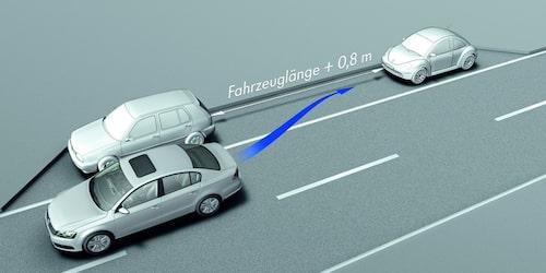 Nya Volkswagen Passat med parkeringshjälp.