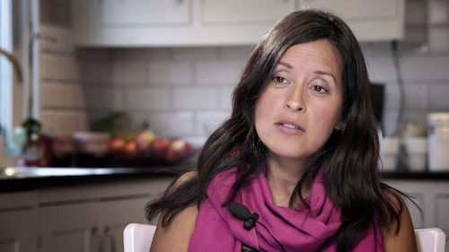 """Carolina har även medverkat i dokumentären """"De ensamma – en film om adoption"""" i SVT2. Foto: SVT"""