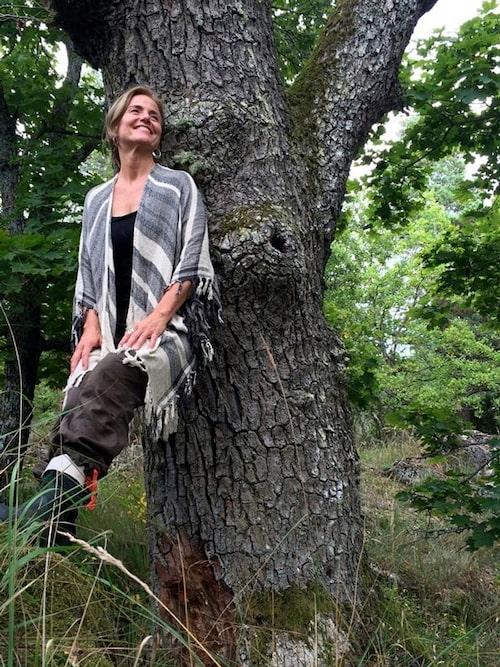 Petra är leg. psykolog och hjälper sina patienter genom att ta med dem ut i skogen. Läs mer på Shinrin-yokusweden.se.