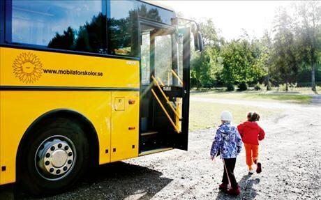 Kolla, vårt dagis är en buss!