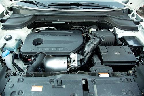 1,6-litersmotorn är bruksig i sin karaktär och är SsangYongs egen konstruktion. Bensinalternativ finns också.