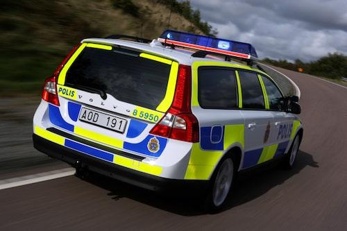 Den nya dekorgrafiken syns effektivt i trafiken. Inspiration har hämtats från den brittiska polisbilskåren.