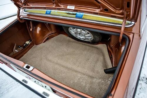 Ett så illa använt bagageutrymme som i denna Audi har sällan skådats. Har här ens förvarats någonting alls? Det ser inte så ut!