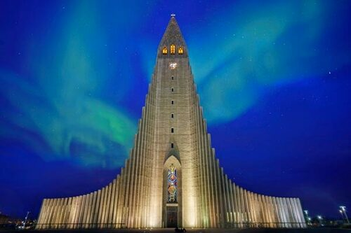 Åker du till Reykjavik före april kan du ha turen att få se norrsken.