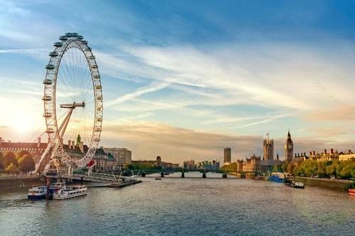 Åk till London Eye och hångla till en riktigt vacker utsikt.