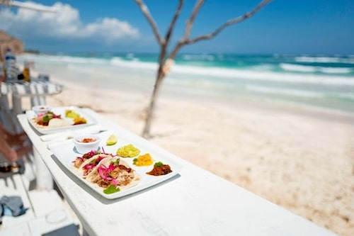 Glöm svenne-tacos och njut av äkta texmex direkt vid stranden i Tulum.